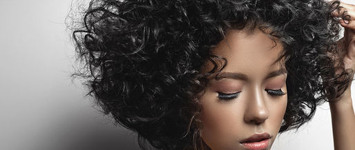 Model%2520with%2520Curly%2520Hair_edited