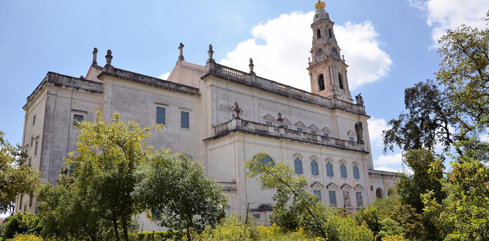 Fatima basilica shutterstock_622752281.j