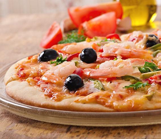 pizza-camarones-salmon-aceitunas_2829-40