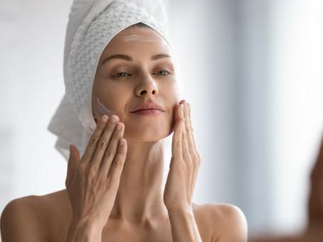 Por la noche: Limpia y Trata tu piel