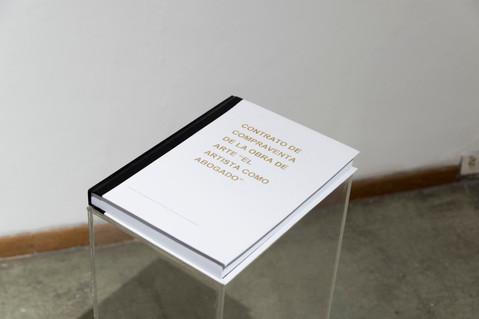Contrato de compraventa de la obra de arte 'El artista como abogado' (de la serie Suplementos textuales) Libro con 43 cláusulas de compra-venta para adquirir la misma obra 2016