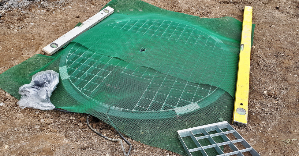 Fine mesh covering for pebbles