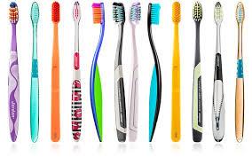 Lo spazzolino da denti manuale: quale scegliere e come utilizzarlo correttamente.