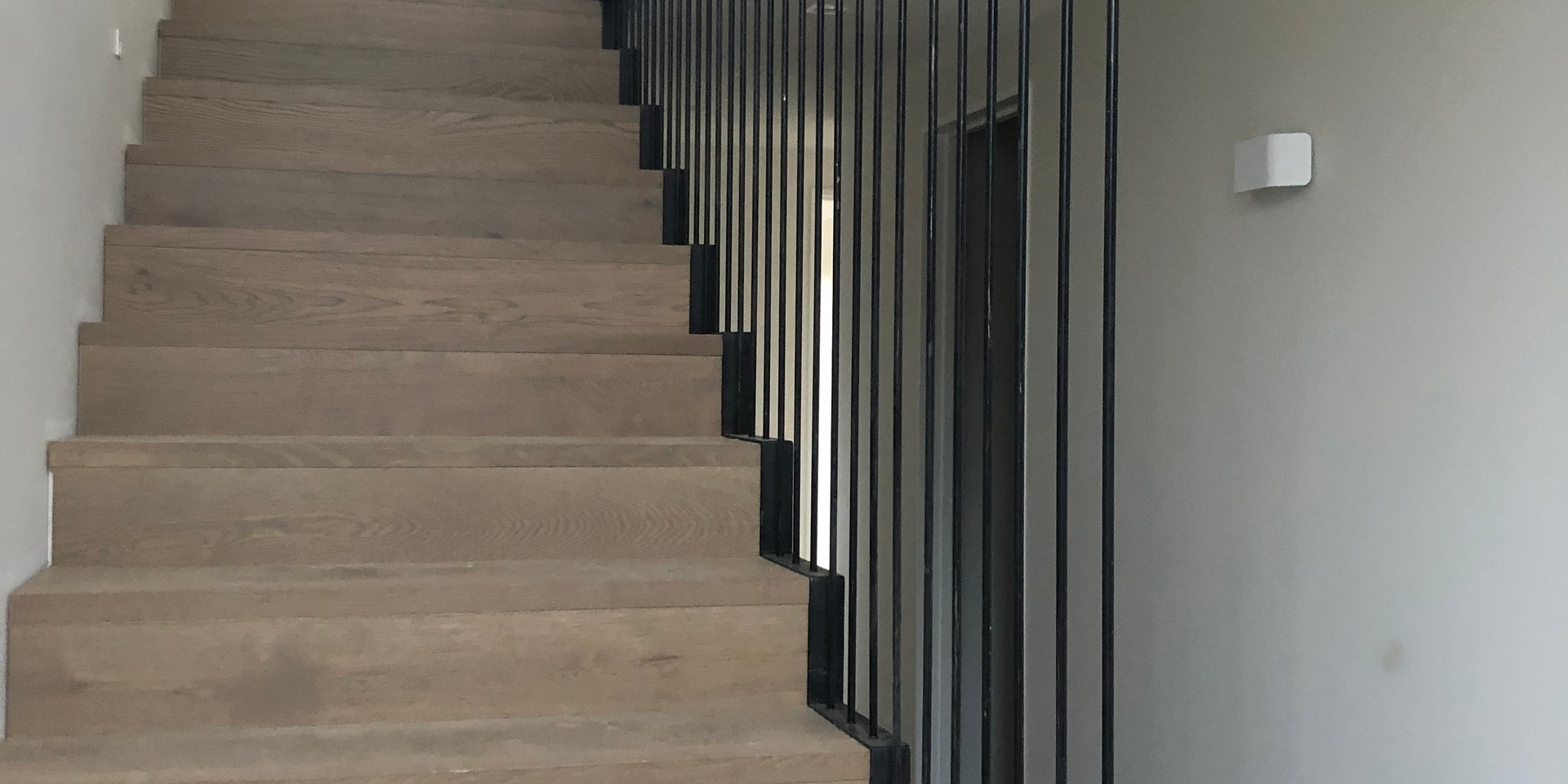 Floating stair balustrade