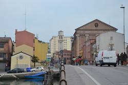 Between street and lagoon