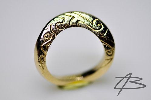 Unik 14Kt ring, kraftig med graveret mønster