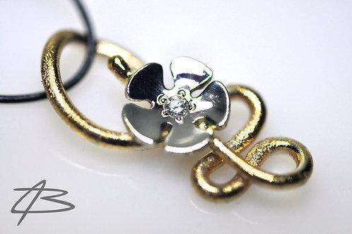 Unik 14Kt Guld/Hvidguld Blomster Vedhæng. 0,07ct