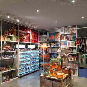 טומי ואניקה- חנות המוזיאון