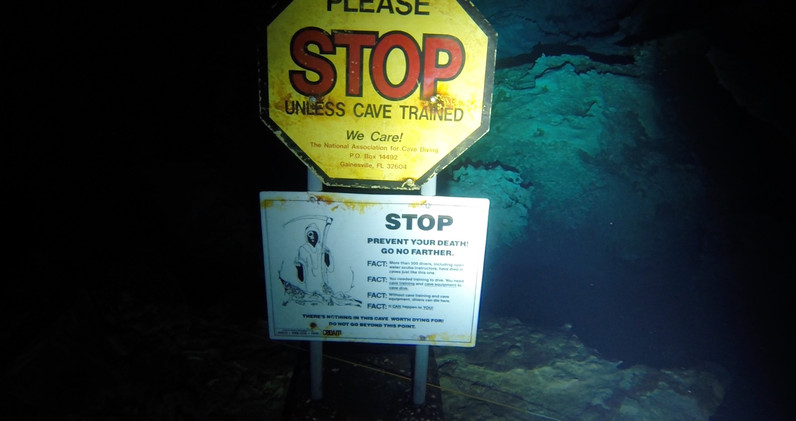STOP ! Cave Divers only