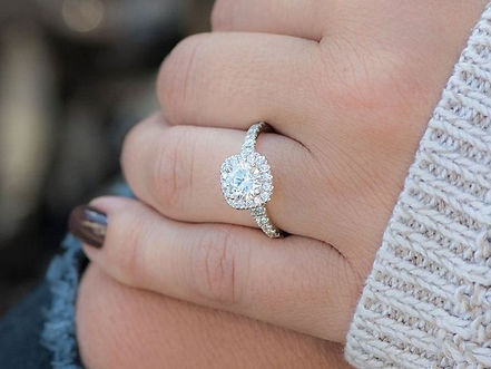 round-engagement-ring-trend-275614-15456