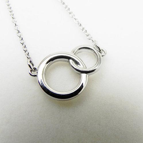 14k Petite Interlocking Circle Necklace