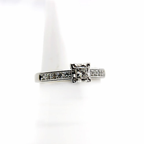 10k .32cttw Diamond Engagement Ring