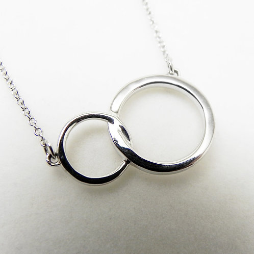 14k Interlocking Circle Necklace