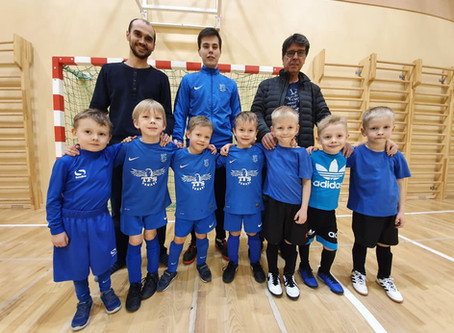 "Titulētākais Latvijas telpu futbola treneris - Orlando Duarte - paviesojies futbola skolā ""Nikars"""