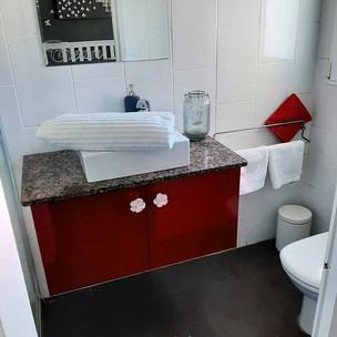 bathroom1_lg.jpg