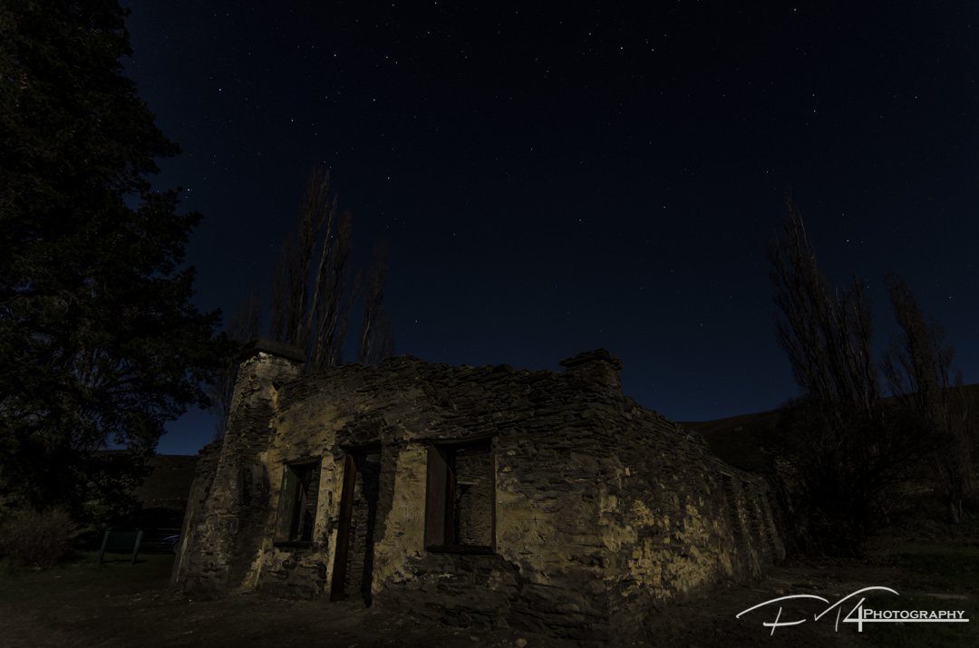 Bright Moon the dilapidated house