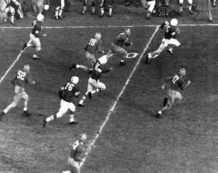 Vessels electrifies a national television audience with a 62-yard touchdown run at Notre Dame in 1952