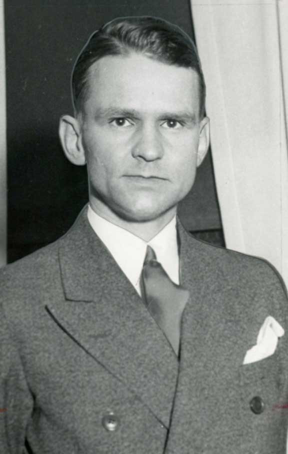 "Famed FBI Special Agent Melvin Purvis, who helmed the killings of America's two greatest Depression Era outlaws, John Dillinger and Charles ""Pretty Boy"" Floyd. A jealous J. Edgar Hoover would soon railroad him out of the Bureau. Purvis committed suicide a quarter-century after Floyd's death. Several famous actors, including Christian Bale and Oklahoman Dale Robertson, have portrayed Purvis in motion pictures."