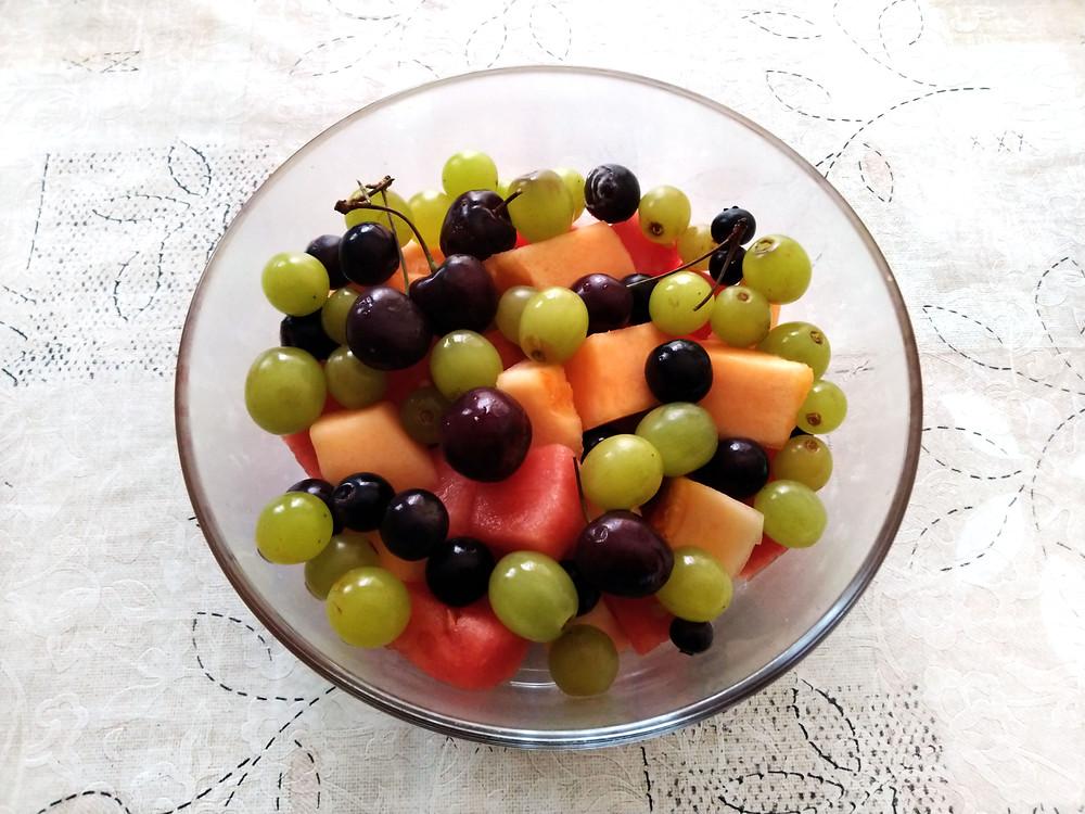 bowl of mixed fruits