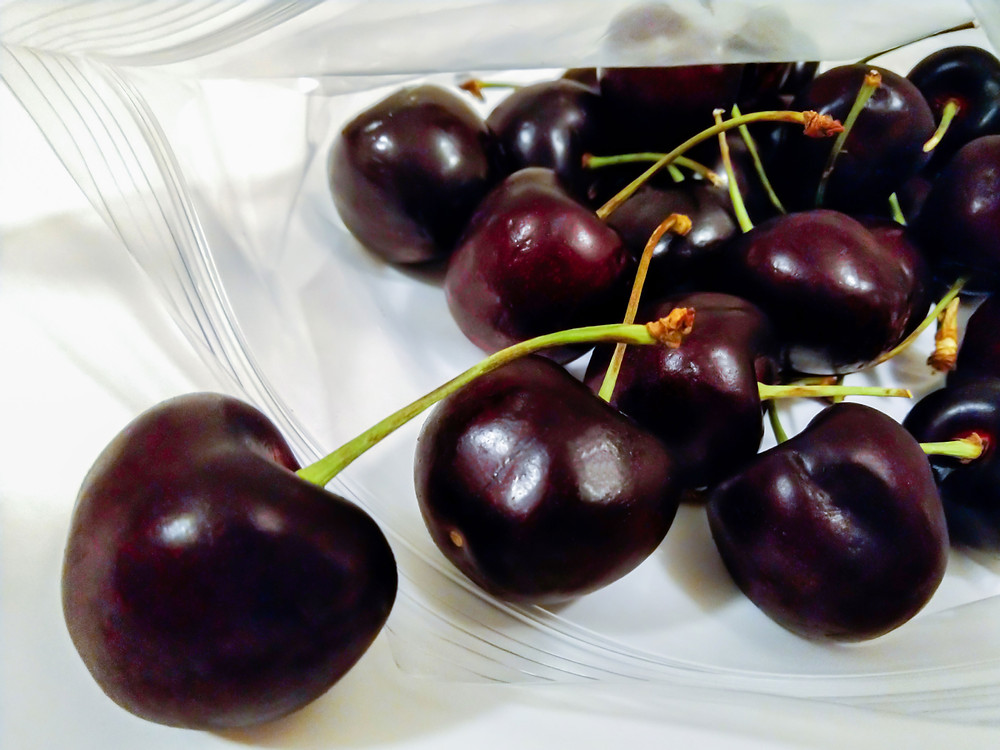 Cherries in a sandwich bag