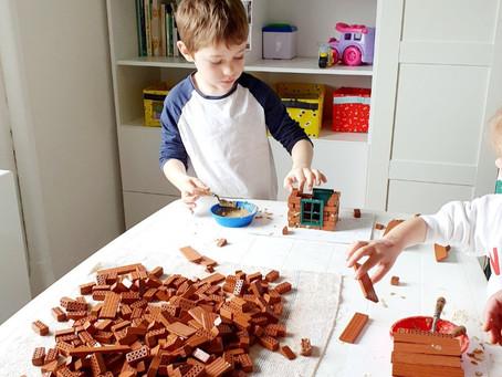 Děti si vyzkoušely být elektrikářem, stavitelem a hrnčířem