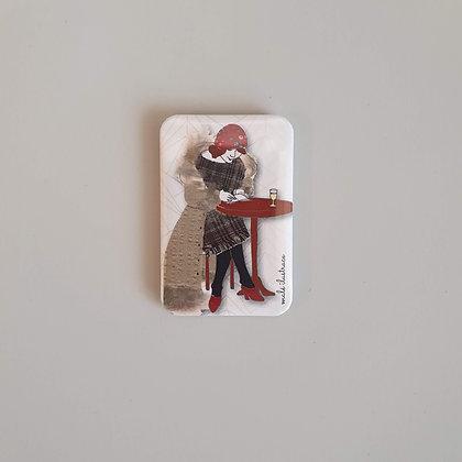 Magnetek – dáma v kavárně