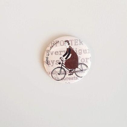 Zrcátko do kabelky – slečna na kole