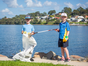 Thousands throw out the trash in Lake Mac for Clean Up Australia Day