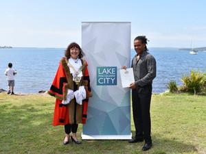 Lake Mac welcomes 25 new citizens at first COVID safe ceremony
