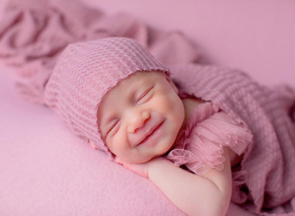 Seance nouveau né souriant