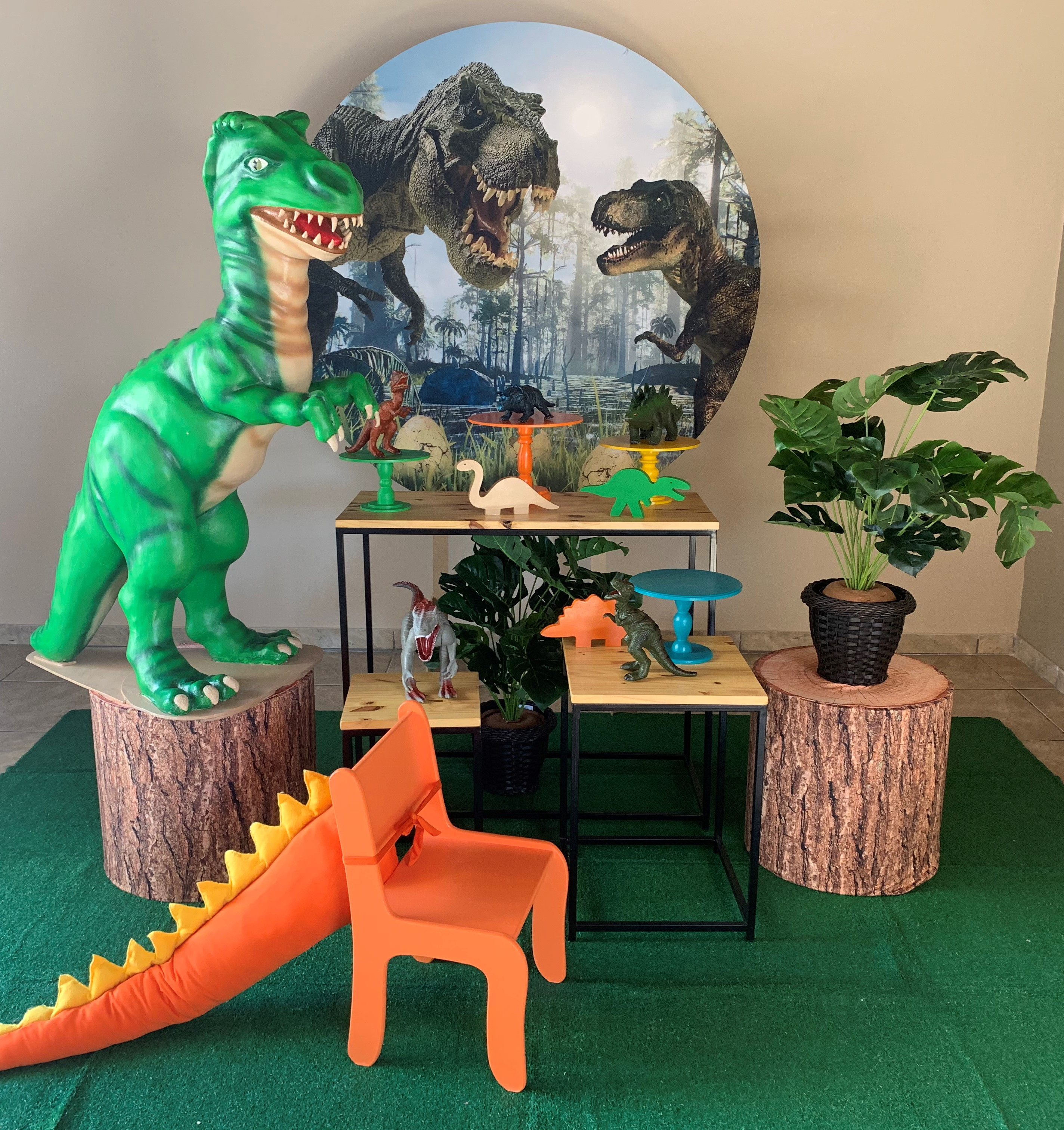 DINOSSAUROS MINI TABLE