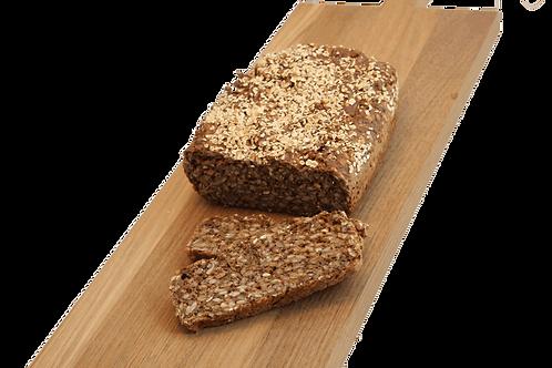 Groft rugbrød og surdejsbrød samt thise smør