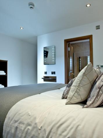 Apart 37 - Bedroom & bathroom_3.jpg