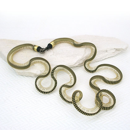 Curled Necklace Gold