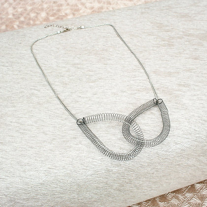 Looped Necklace Black
