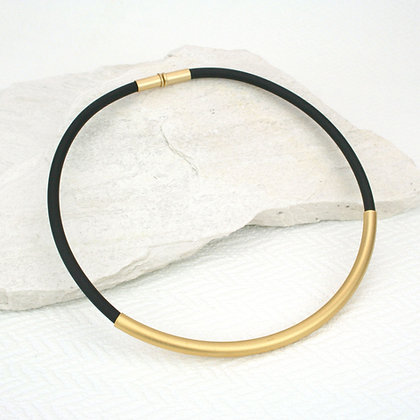 Betty necklace Black & Gold