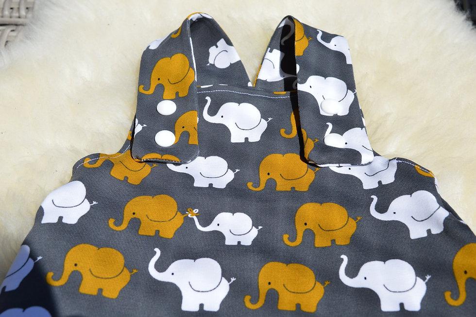 Latzhose  mit Elefanten