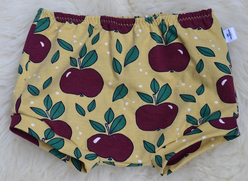 Sommer-Shortsgelb mit Äpfeln
