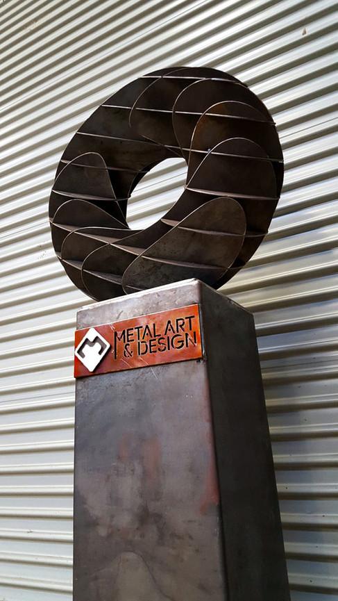 donut-interlock-corten-steel-sculpture-m