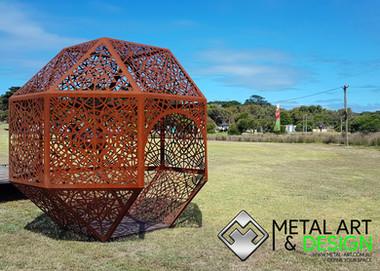 walk-in-geometric-sculpture-residential-