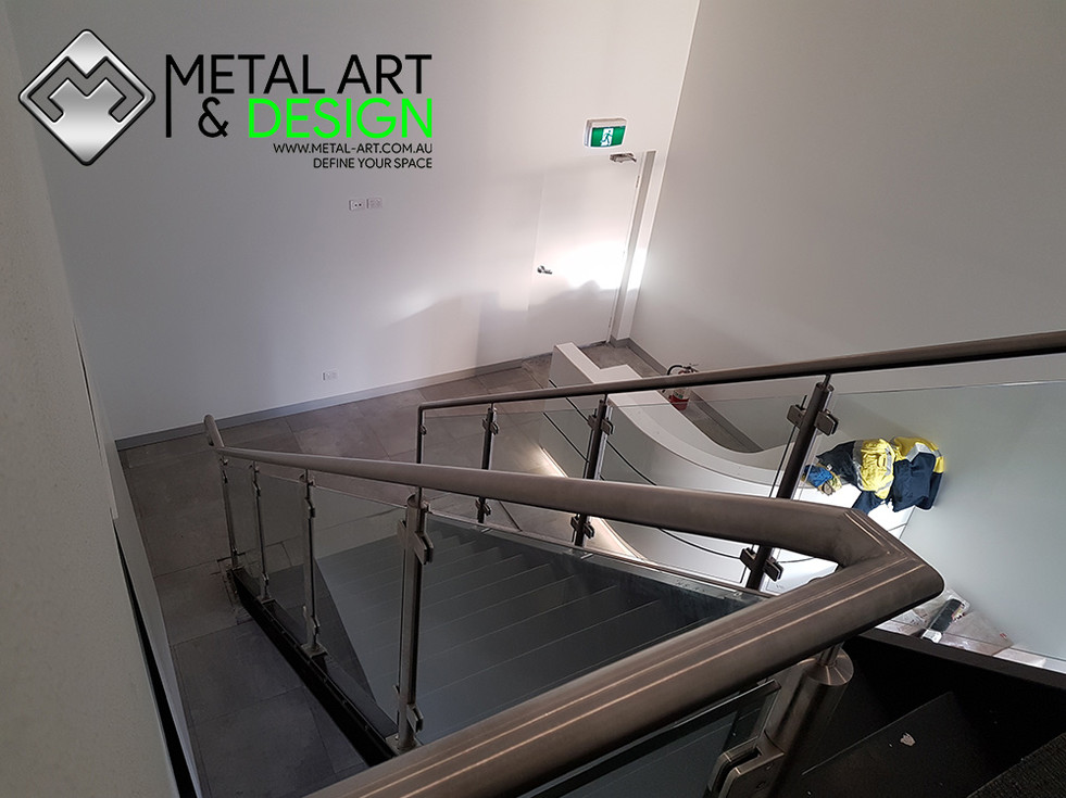 Stainless-glass-balustrade-cts-1.jpg
