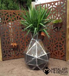 low-poly-steel-vase-1.jpg