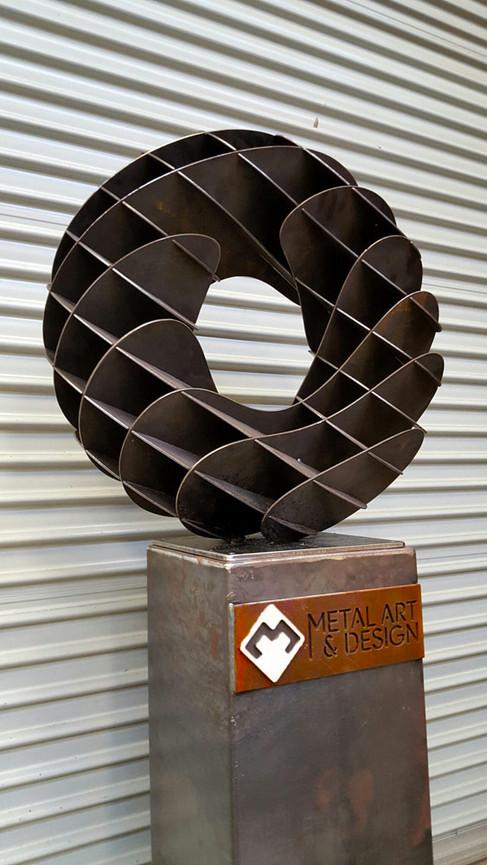 donut-interlock-corten-steel-sculpture-c