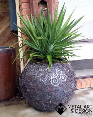 Swirls sphere planter