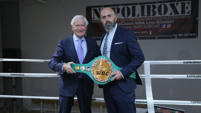 LA CINTURA DELLA WBC AL MAESTRO LINO SILVESTRI