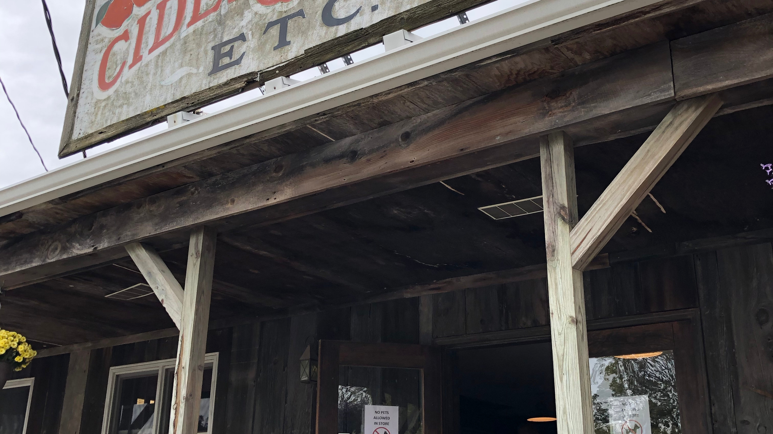 Hy's Cider Mill storefront