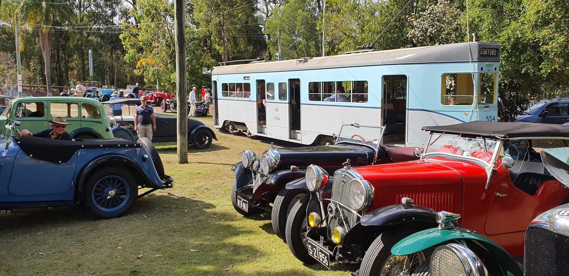 Wolseley lineup avec tram