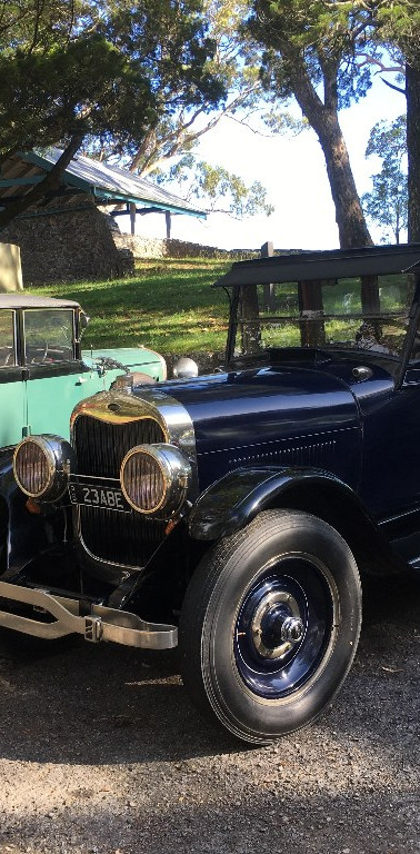 1923 Lincoln (right), 1929 Hudson