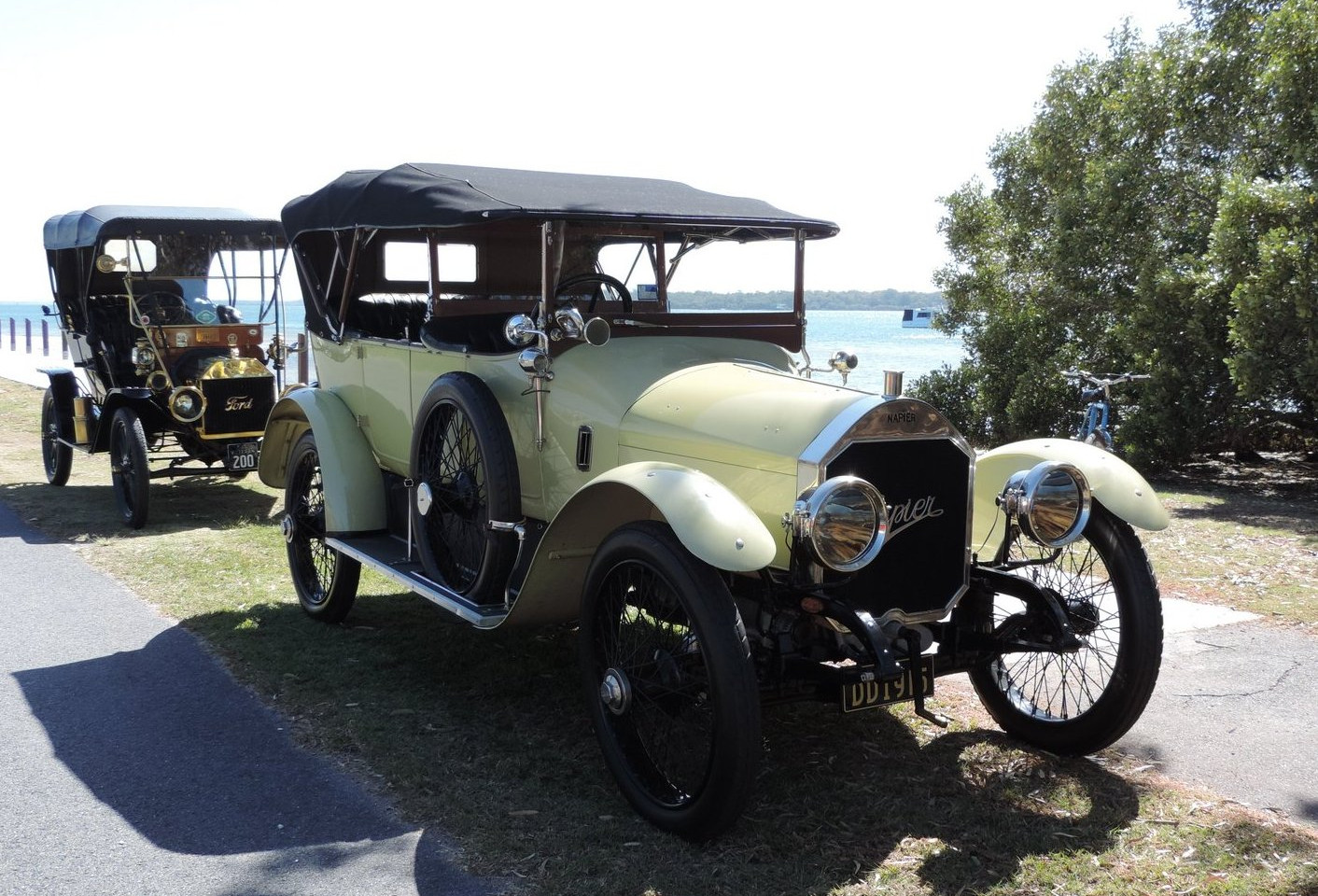 1915 Napier, T Ford