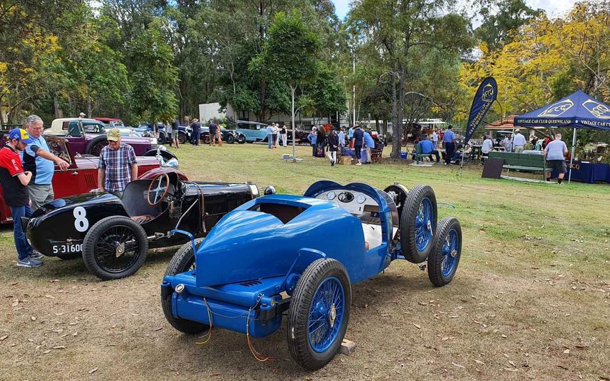 Anzani Bugatti (left) and blue Brescia Bugatti